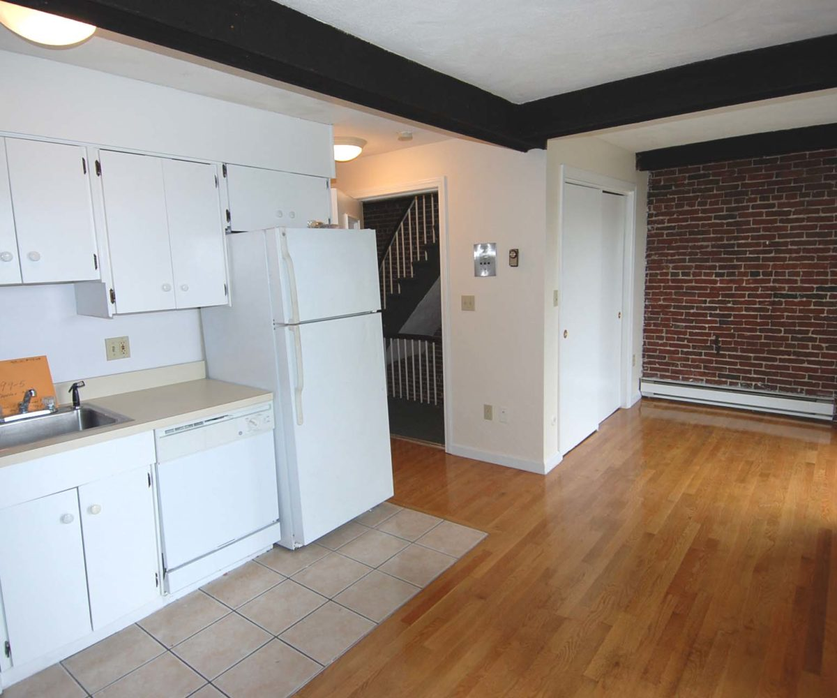 Studio Apartments In Boston: Ready Now! Sunny, Upper Floor Studio! Hudson St., Boston